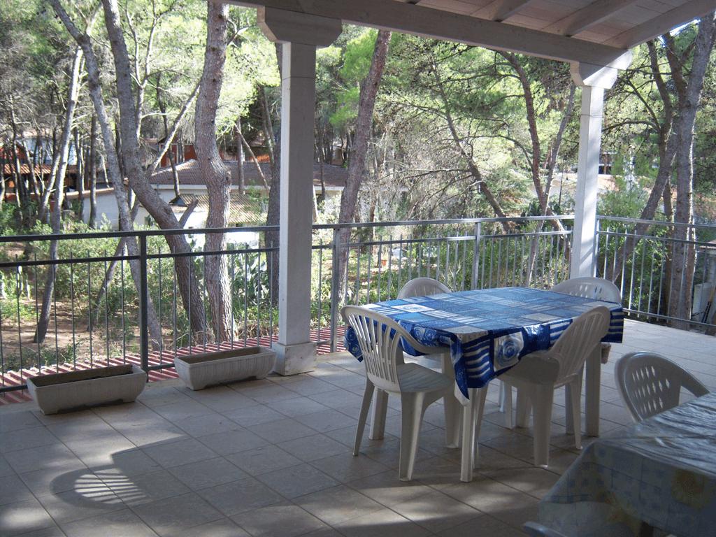 Mare raggiungibile a piedi fresco e centrale primo piano for Piani di veranda coperta